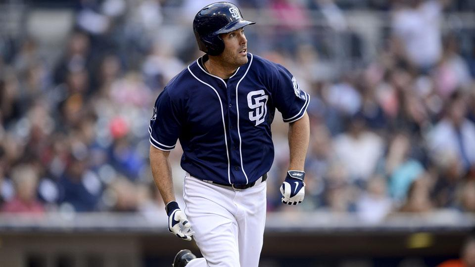 Padres sign Seth Smith to two-year extension