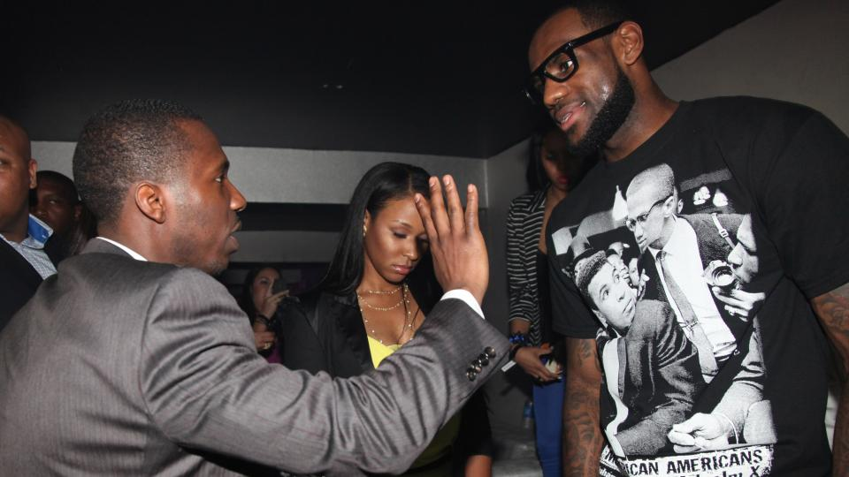 Report: LeBron James' agent pushing for return to Cleveland