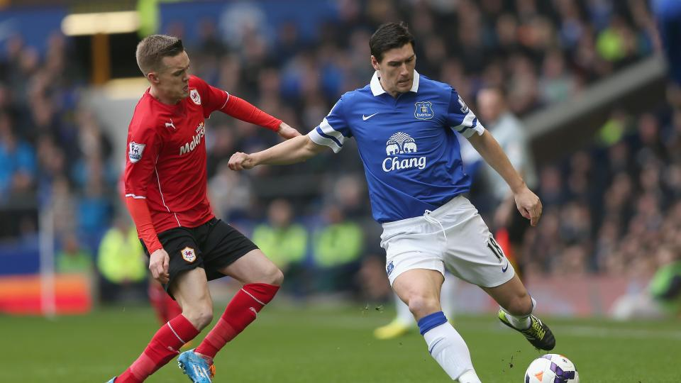 Gareth Barry signs three-year deal with Everton