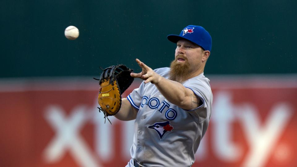 Report: Blue Jays' Adam Lind out 6-8 weeks with foot fracture