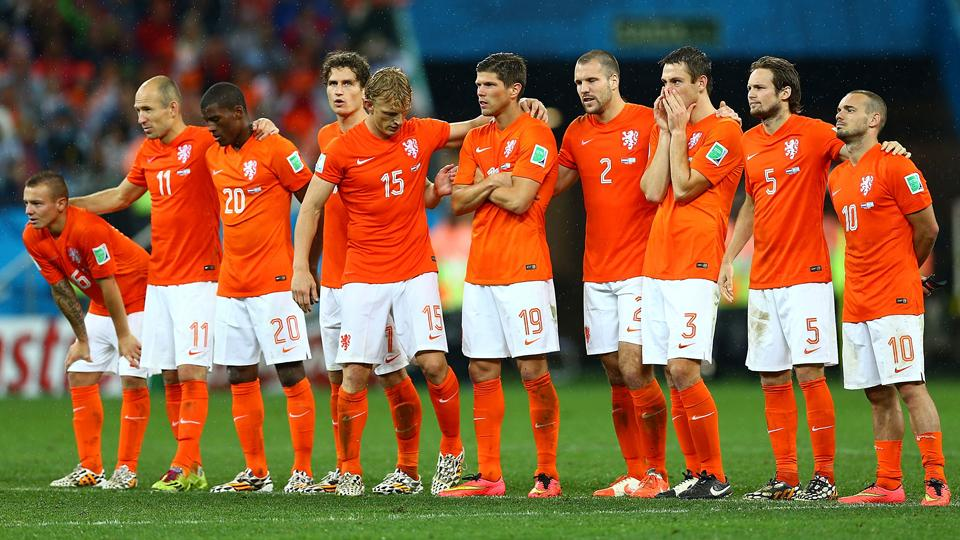 Netherlands players' body language tells the story, with the World Cup semifinal penalty shootout going decidedly in Argentina's favor following a 0-0 draw.