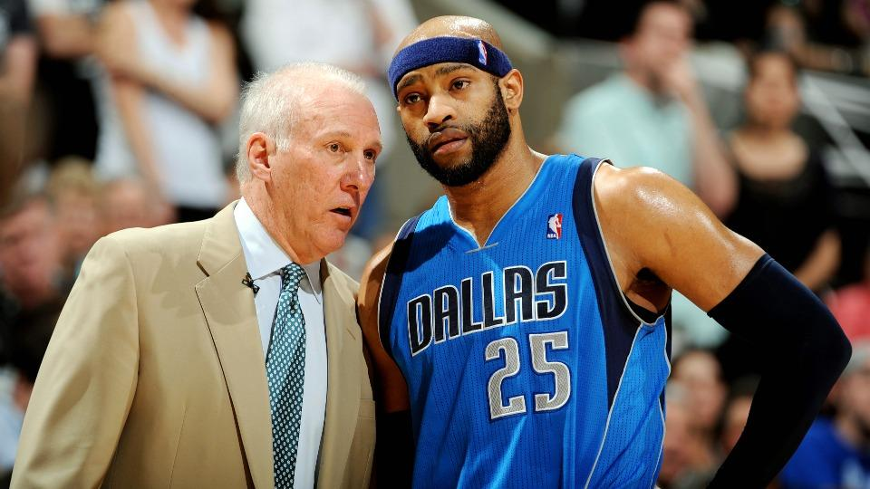 Report: Grizzlies sign Vince Carter to three-year, $12 million deal