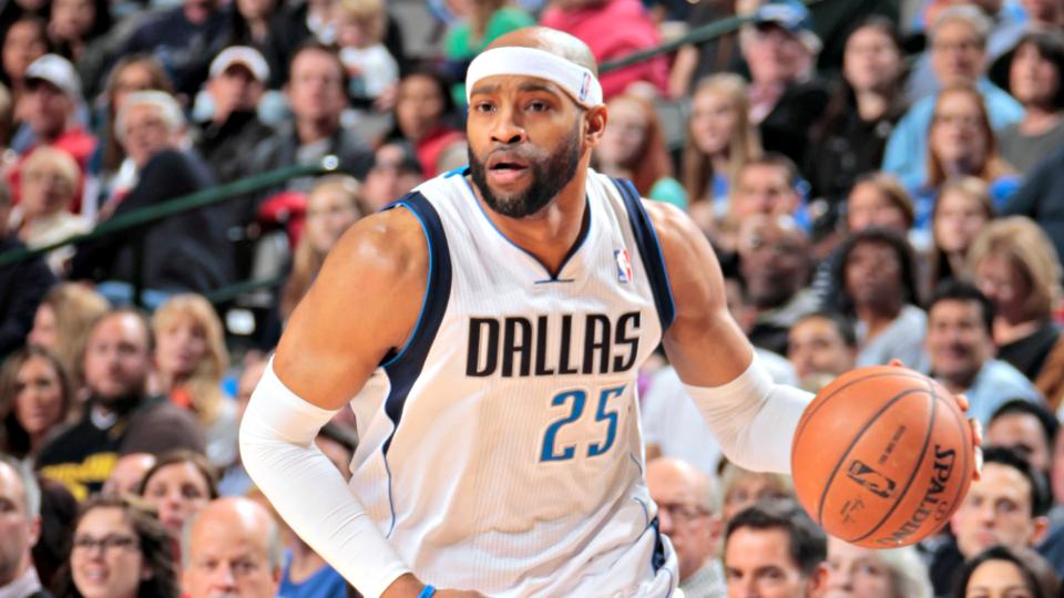 Report: Grizzlies agree to sign Vince Carter to three-year, $12 million deal