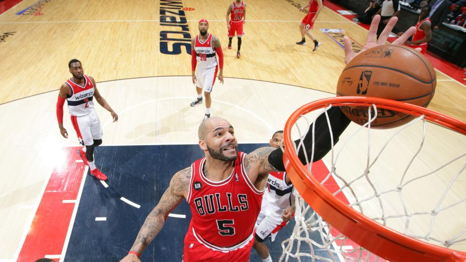 Los Angeles Lakers claim Carlos Boozer off waivers