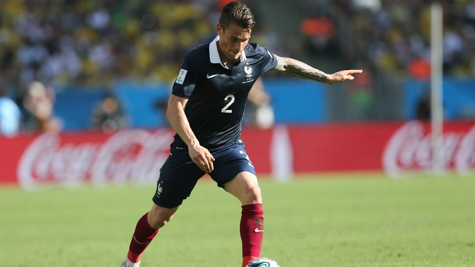 Arsenal sign France right back Mathieu Debuchy