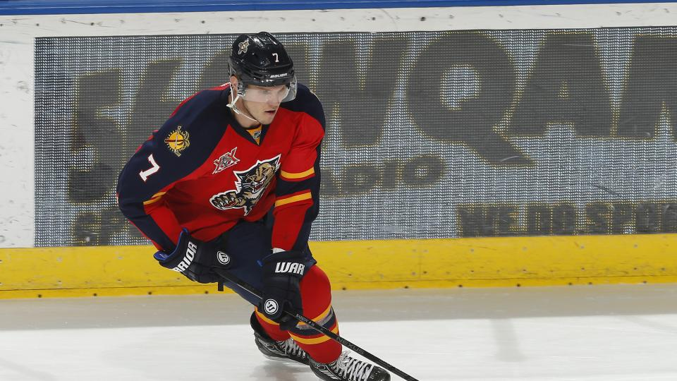 Florida Panthers re-sign Dmitry Kulikov to three-year deal