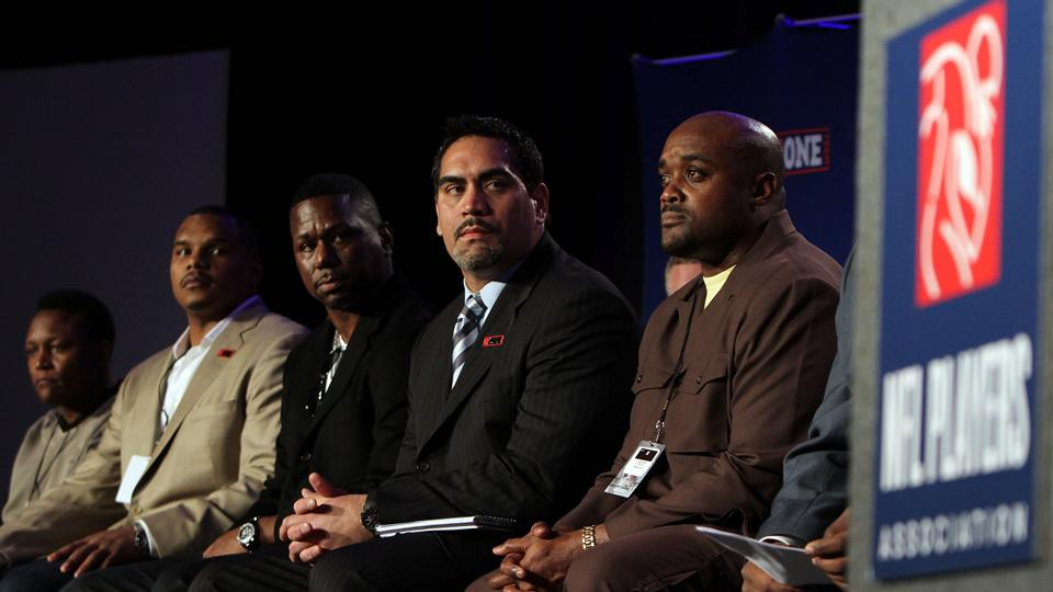 Former players file concussion lawsuit against NFLPA