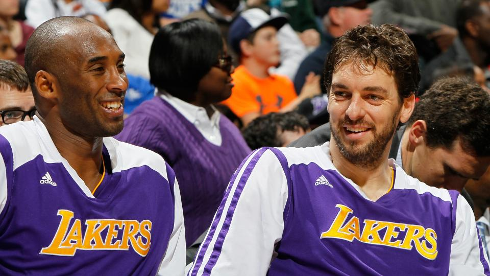 Pau Gasol talks in report about letting Kobe know decision to leave Lakers