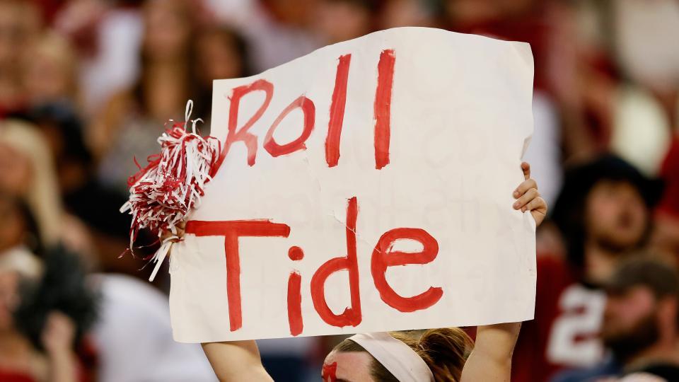 5 Alabama fans yelling