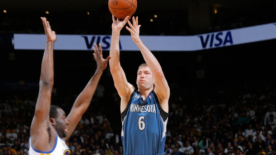 Report: Timberwolves re-sign Robbie Hummel to one-year deal