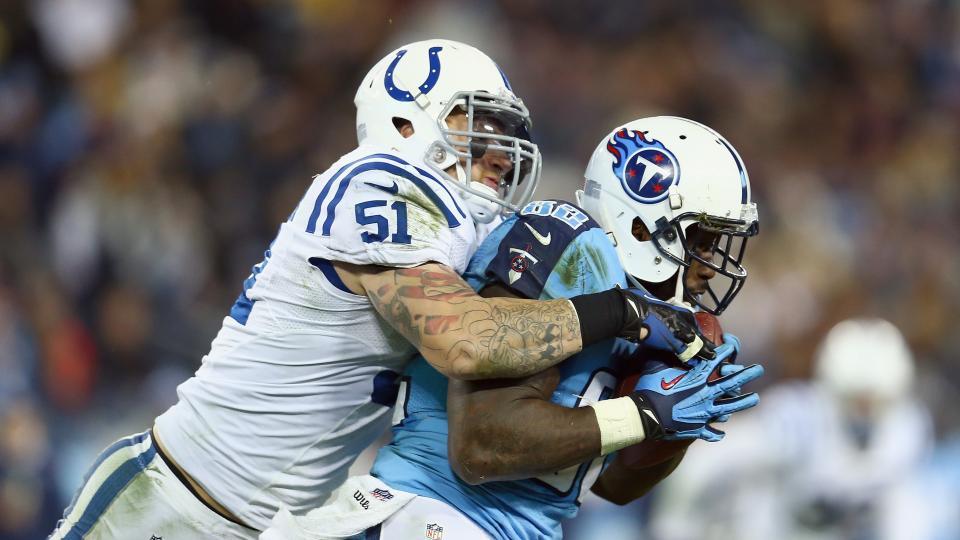 Atlanta Falcons sign former Colts linebacker Pat Angerer