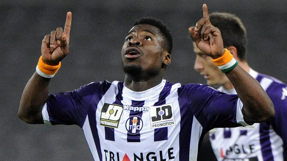 Serge Aurier to join PSG on loan