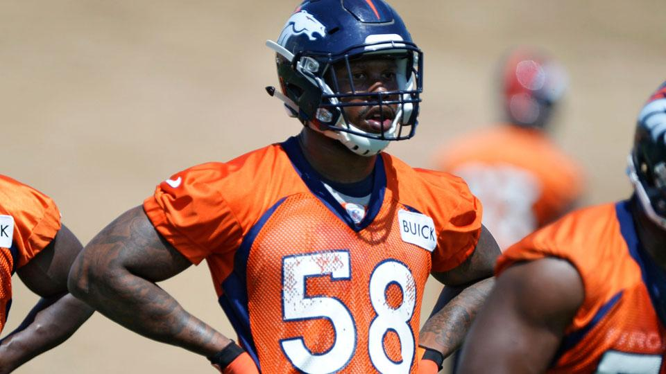 Report: Broncos' Von Miller passes physical, will be non-contact