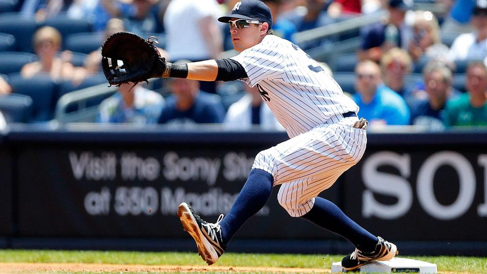 Yankees place Kelly Johnson on DL with groin strain