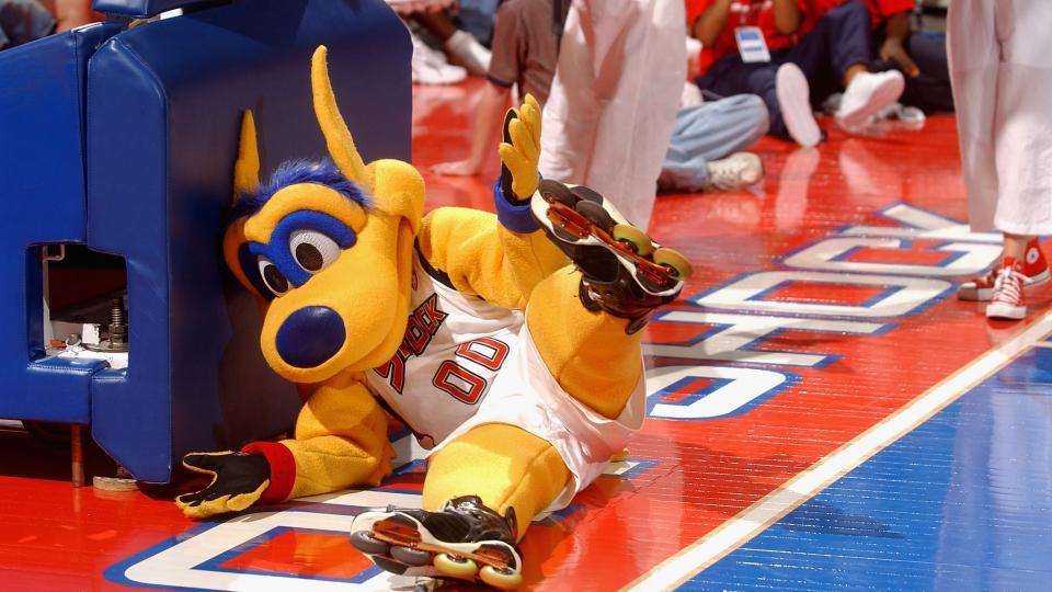 Schadenfreude of the day: 7 mascots getting hurt