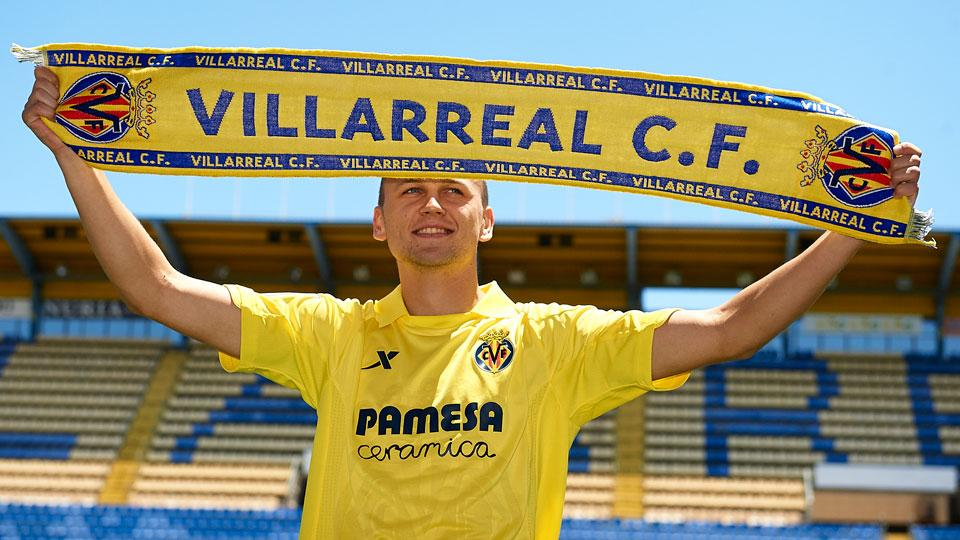 Denis Cheryshev, who is on loan to Villarreal for the 2014/2015 season, at his team introduction