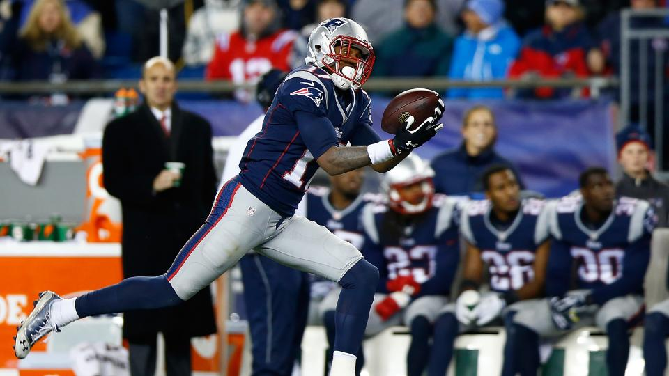 Report: Patriots WR Aaron Dobson's March surgery inserted screw in foot