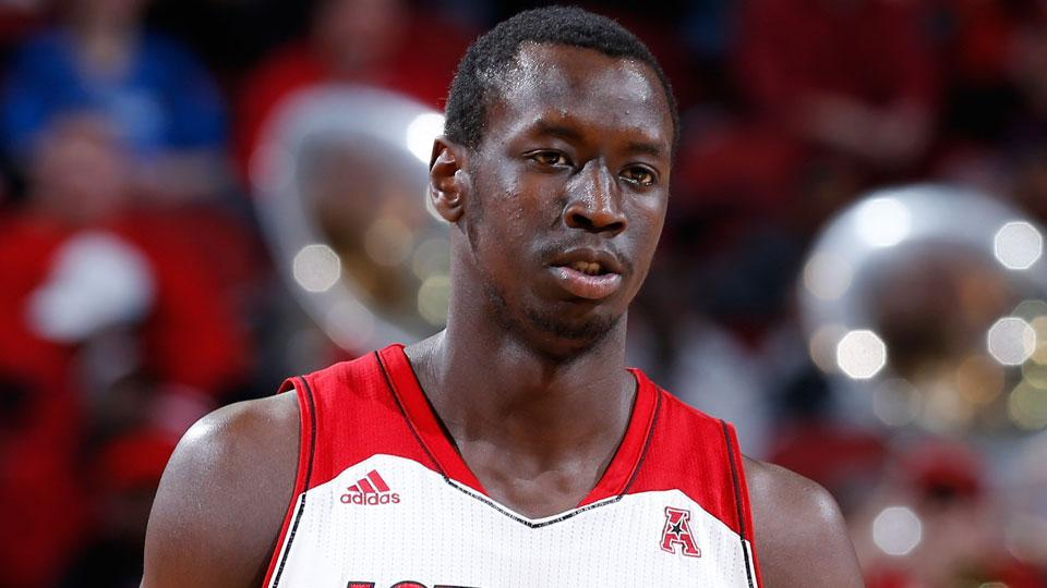 Louisville forward Akoy Agau out six weeks following surgery