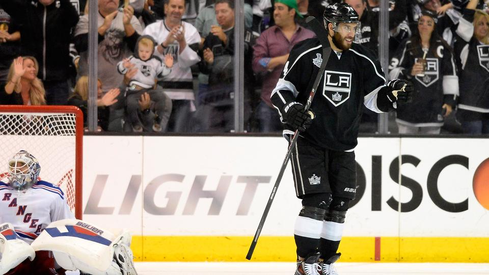 Dwight King, Los Angeles Kings agree to three-year deal