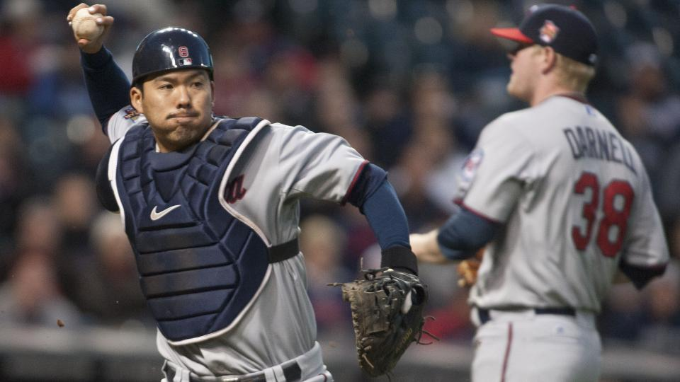 Kurt Suzuki signs contract extension with Twins