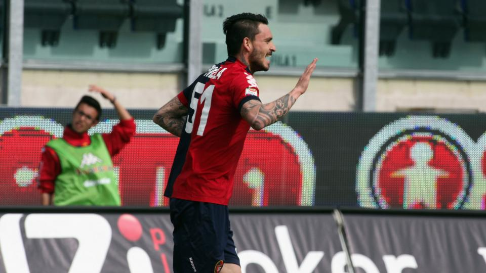 Mauricio Pinilla of Cagliari celebrates after scoring during the Serie A match between Cagliari Calcio and ACF Fiorentina at Stadio Sant'Elia on March 30, 2013.