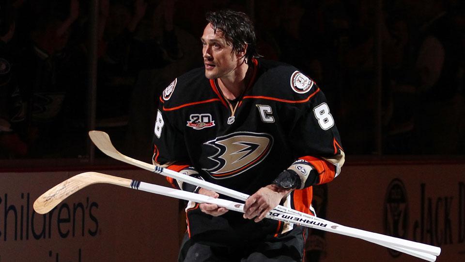Anaheim Ducks to retire Teemu Selanne's No. 8 jersey