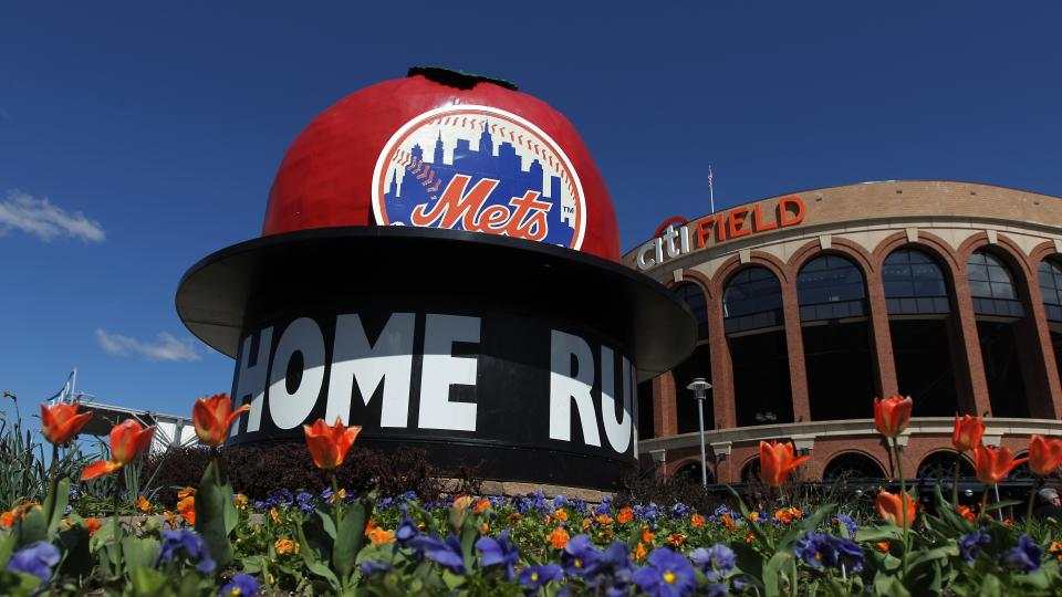 Fan reportedly hospitalized after fall at Citi Field during Mets-Giants game