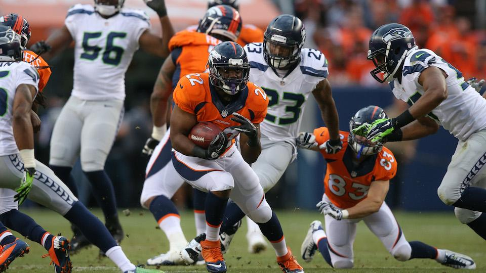 Broncos' RB C.J. Anderson leaves game with apparent concussion