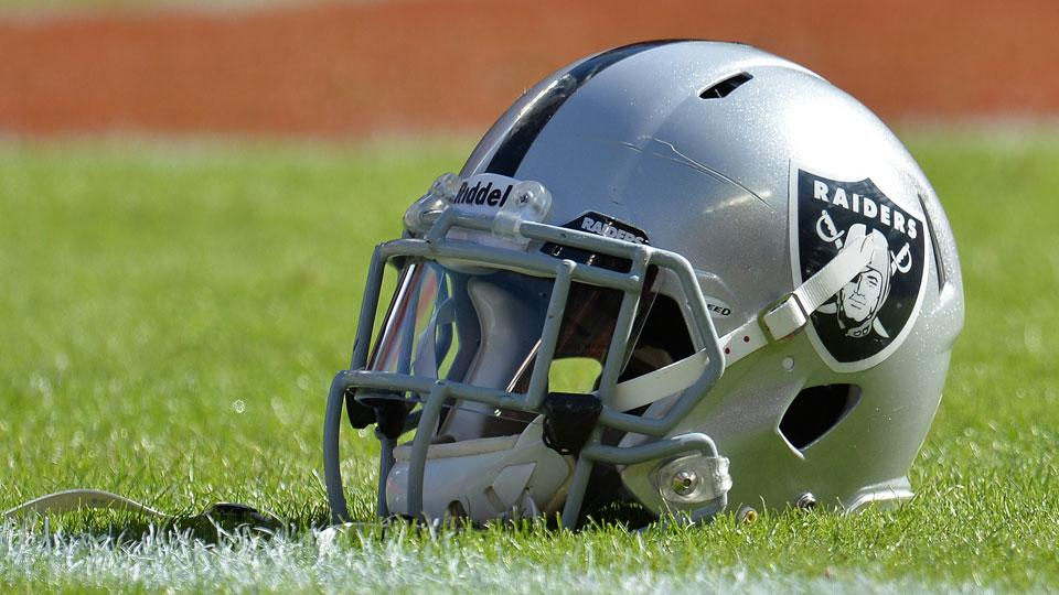 San Antonio billionaire Red McCombs praises Raiders' visit to city