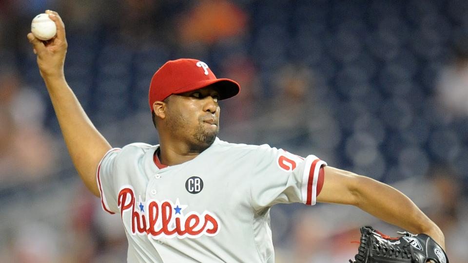 Dodgers acquire pitcher Roberto Hernandez from Phillies