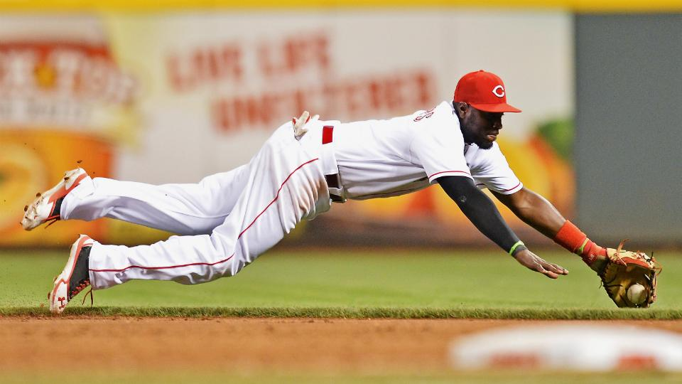 Reds' Brandon Phillips cleared to swing bat, ahead of schedule in rehab