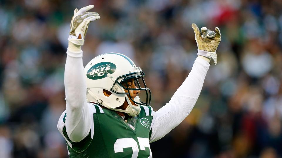 Jets' Dee Milliner helped off field Sunday with apparent ankle injury