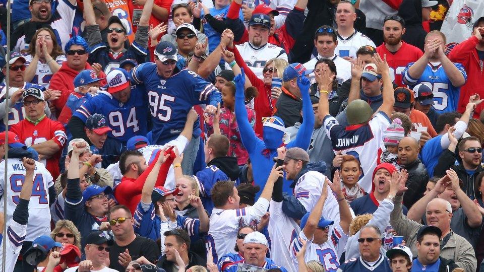 After visiting all 32 NFL stadiums, author declares Bills fans the drunkest