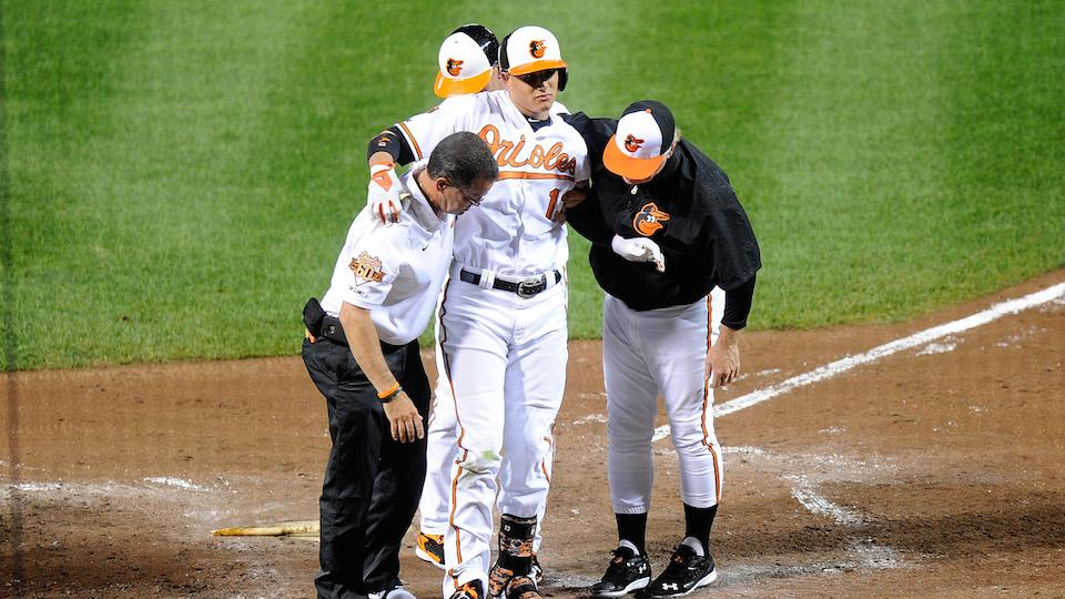 Manny Machado goes down mid-swing with knee injury