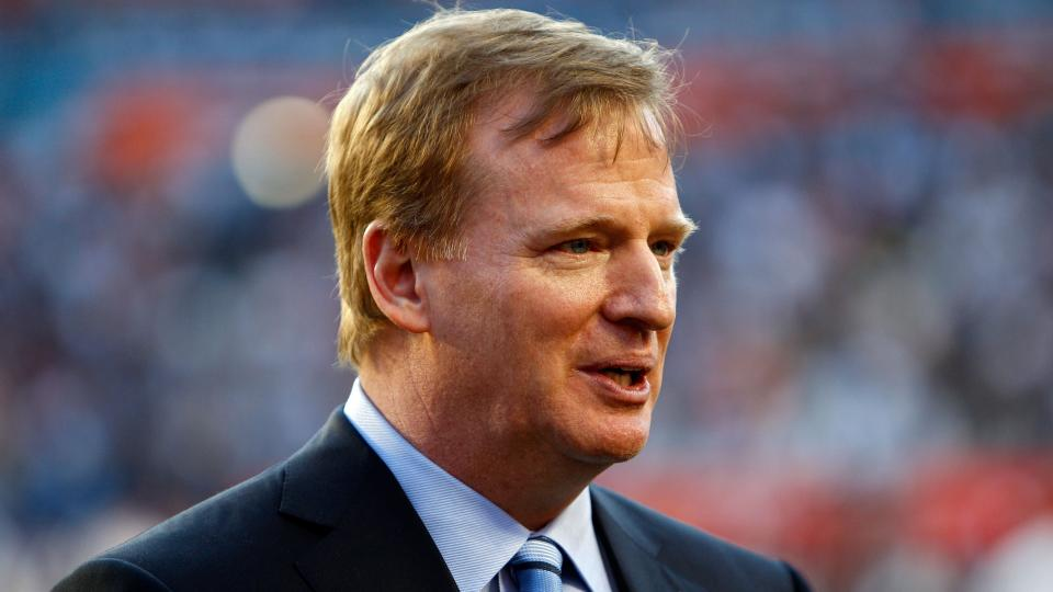Roger Goodell honored a former NFL player with the Ice Bucket Challenge