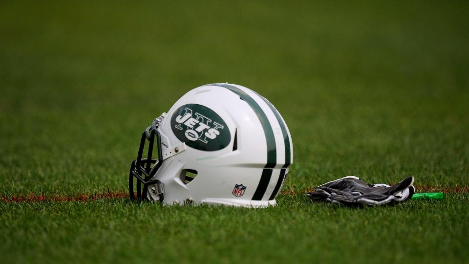 Sensitive Jets players don't want girls on Tinder to know they play football