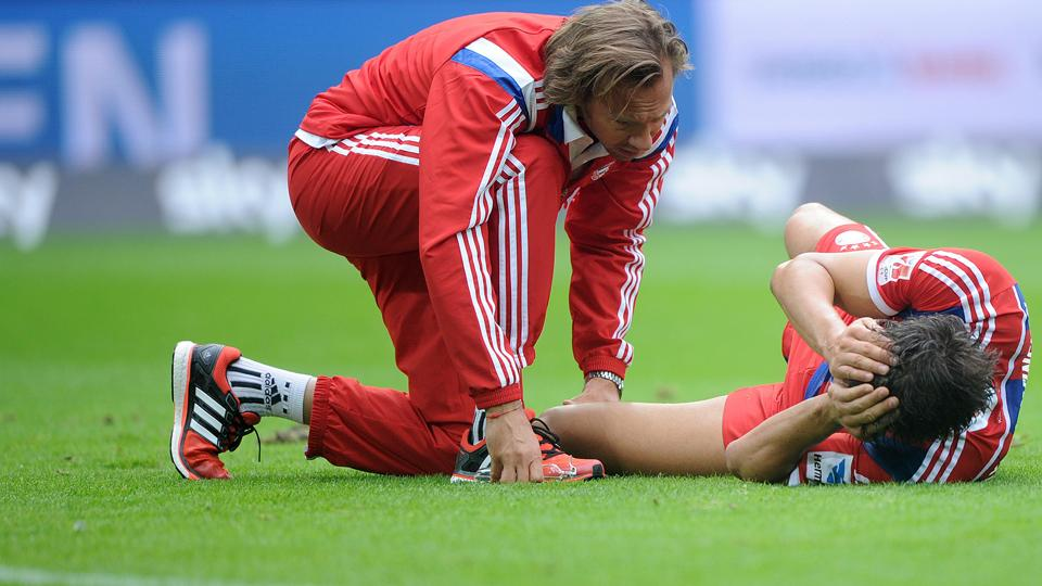 Bayern's Javi Martinez out for several months with torn ACL
