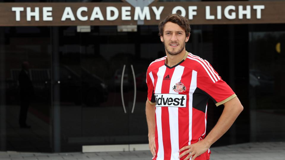 Brighton winger Will Buckley completes transfer to Sunderland