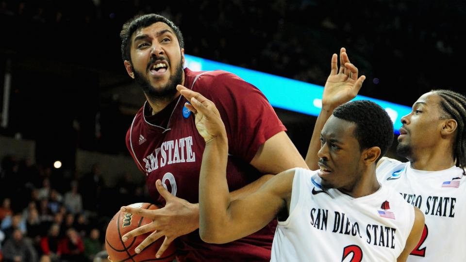 Kings' Sim Bhullar becomes first of Indian descent to sign NBA deal