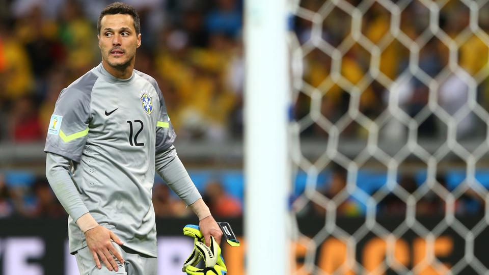 Julio Cesar leaves QPR, signs with Benfica