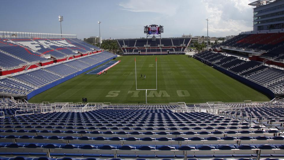 FAU names stadium field after Howard Schnellenberger