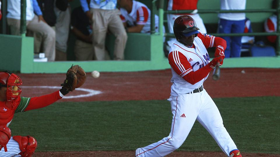 Report: Three teams in mix to sign Cuban outfielder Rusney Castillo
