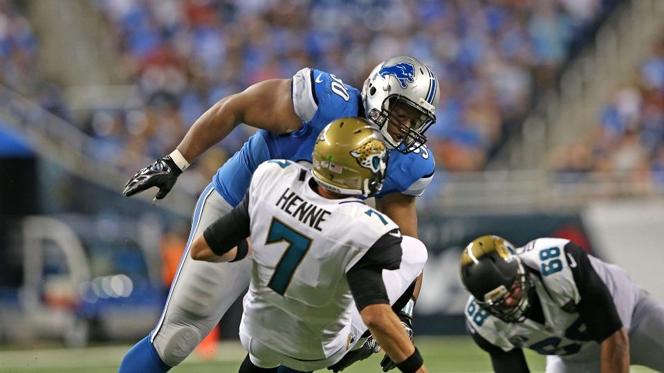 Lions DT Ndamukung Suh flagged for roughing the passer
