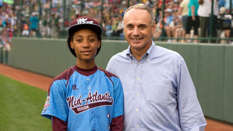Mo'ne Davis met Rob Manfred, who will succeed Bud Selig as MLB commissioner, at the LLWS.
