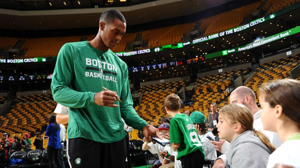 Report: Rajon Rondo trade not 'high priority' for Celtics