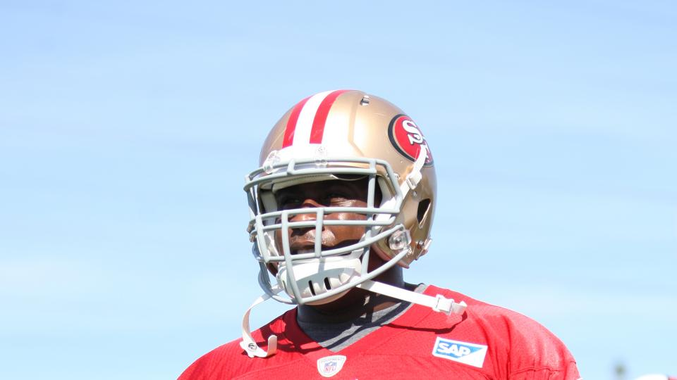 Niners center Marcus Martin out eight weeks with dislocated kneecap