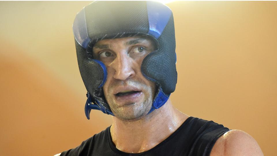 Heavyweight champion Wladimir Klitschko injured, postpones bout