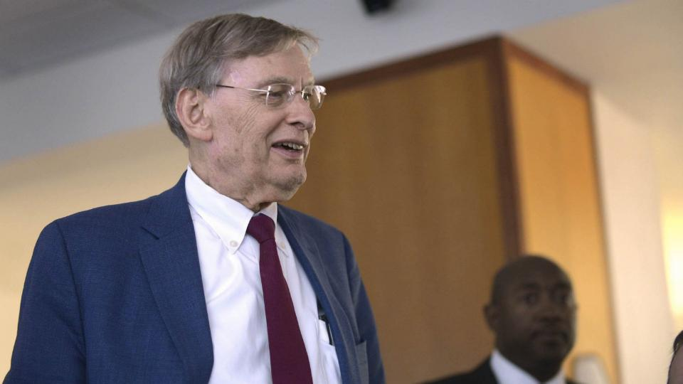 Padres fans petition to remove Bud Selig's name from stadium plaza