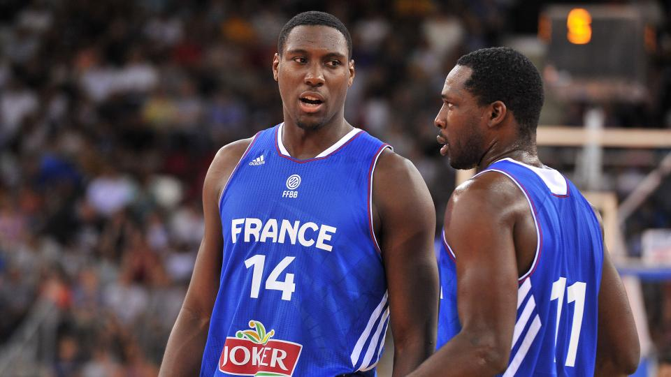 Pacers center Ian Mahinmi leaves Team France with shoulder injury