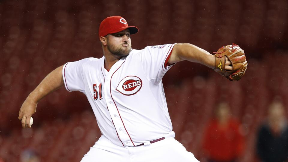 Reds trade RHP Jonathan Broxton to Brewers